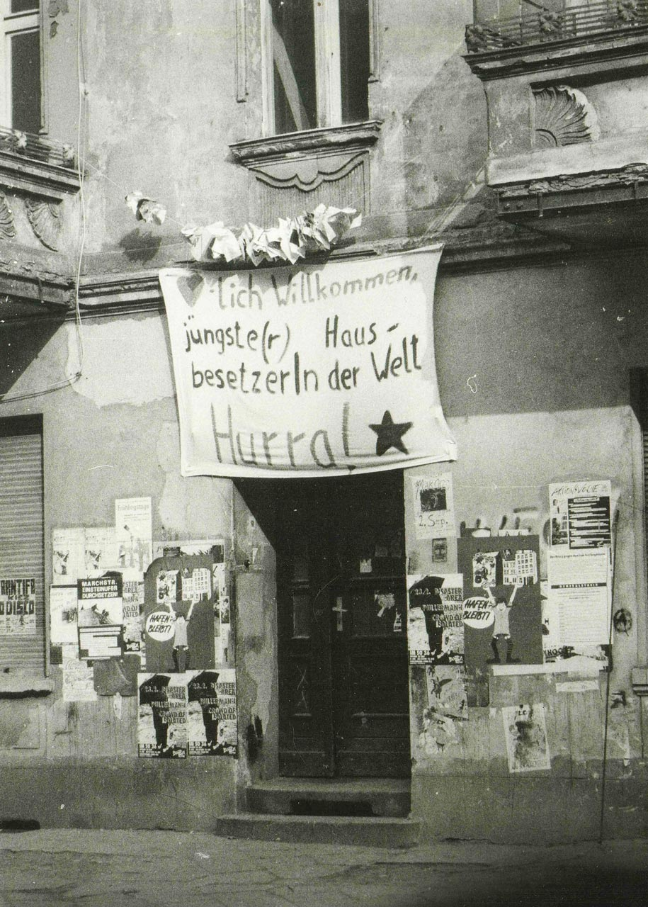 Besetztes Haus in der Schreinerstrasse 47, 1992. Der erste Nachwuchs. Im April 1992 schon gegendert. Niemand wusste nämlich, ob Mädchen oder Junge. Foto: privat